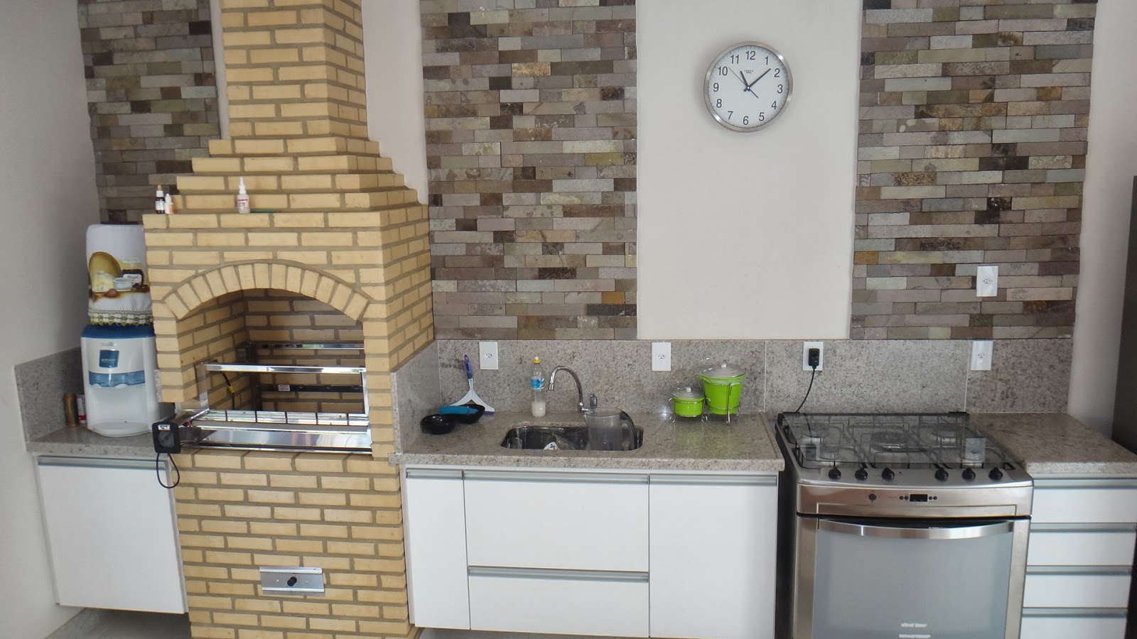 Personalizada: Cozinha para área de churrasco Maikel São Mateus #816D4A 1600x900