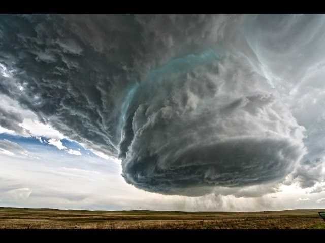Is This A Supercell Thunderstorm Or An Alien Spaceship?
