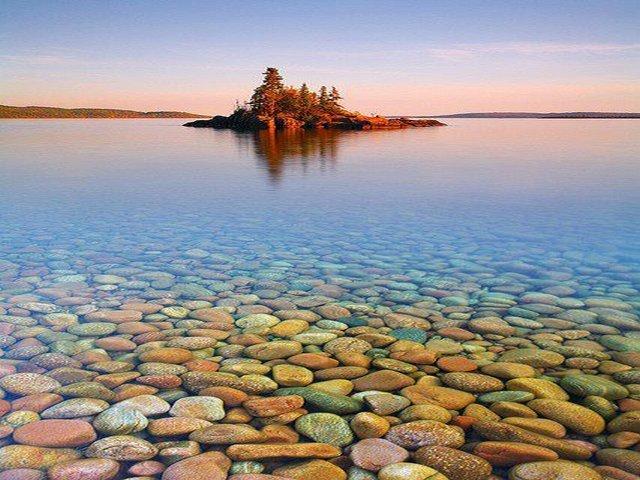 A Ilha do Pôr-do-sol em Lake Superior.