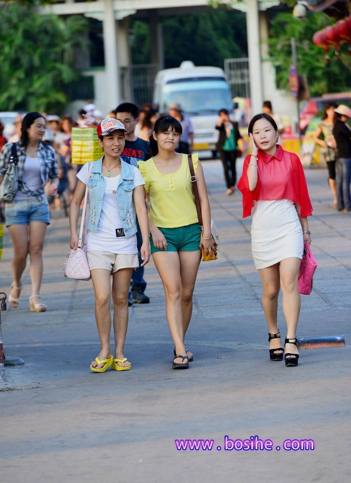 asia travel photography: chinese street candid a cameltoe, street