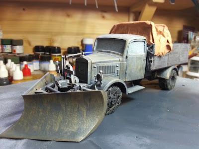 Mercedes L3000 with snow plow: Part 1. 20140102_095351