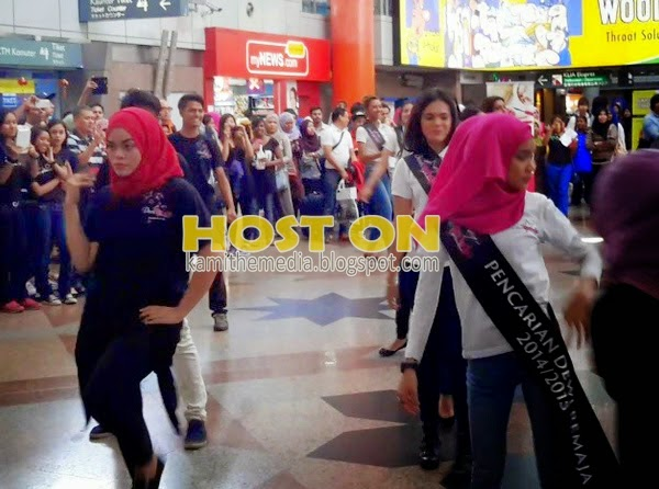 Terkejut melihat aksi Dewi Remaja yang bertudung Menari Sebegitu Rupa