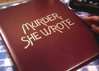 Imagen con el comienzo de la serie de Televisión Se ha escrito un crimen. La imagen muestra una mano que abre un libro con el título en inglés: Murder She Wrote