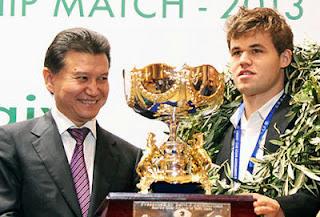 Magnus Carlsen et le président de la Fide, Kirsan Ilyumzhinov - Photo © site officiel