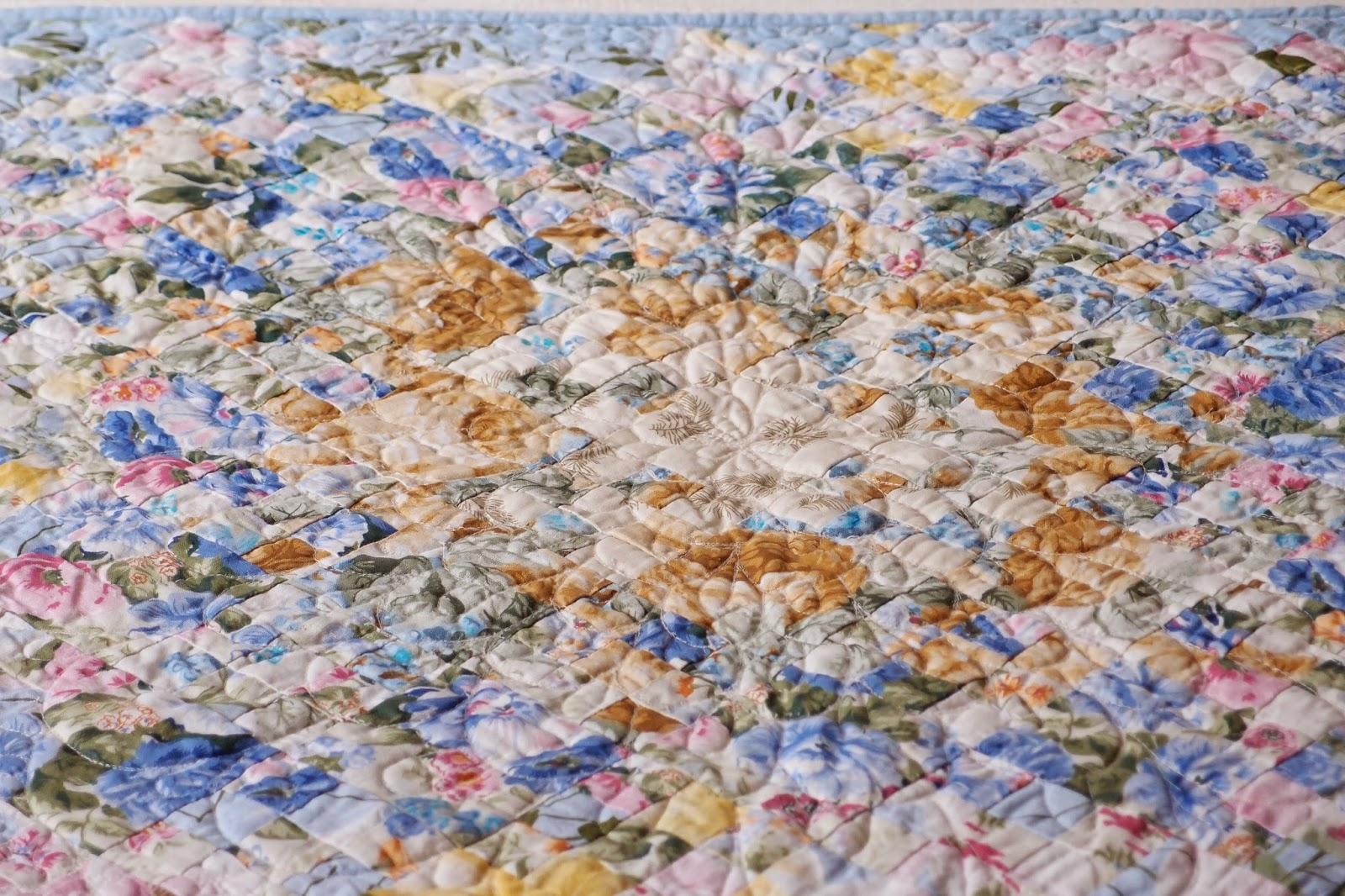 Watercolor Garden Quilt center detail