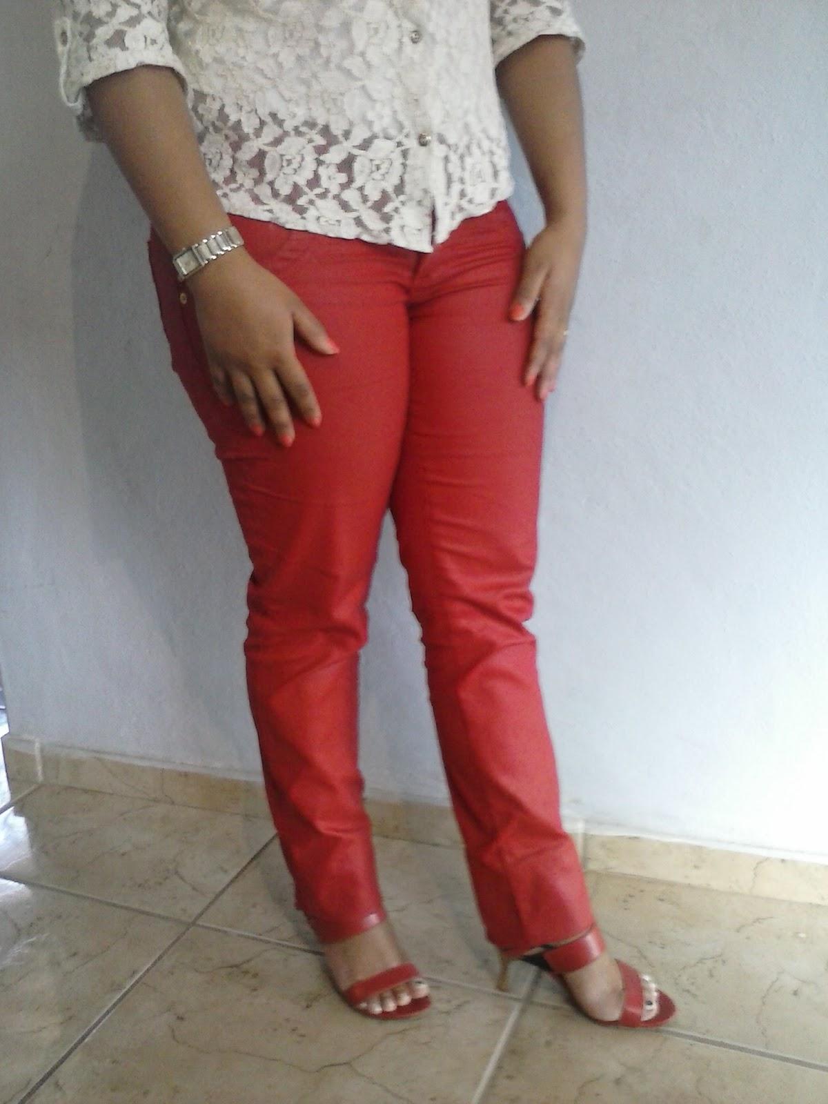 calça encerada feminina na cor vermelha