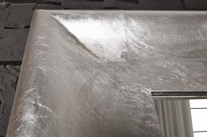 zrkadlo s patinou v striebornej farbe