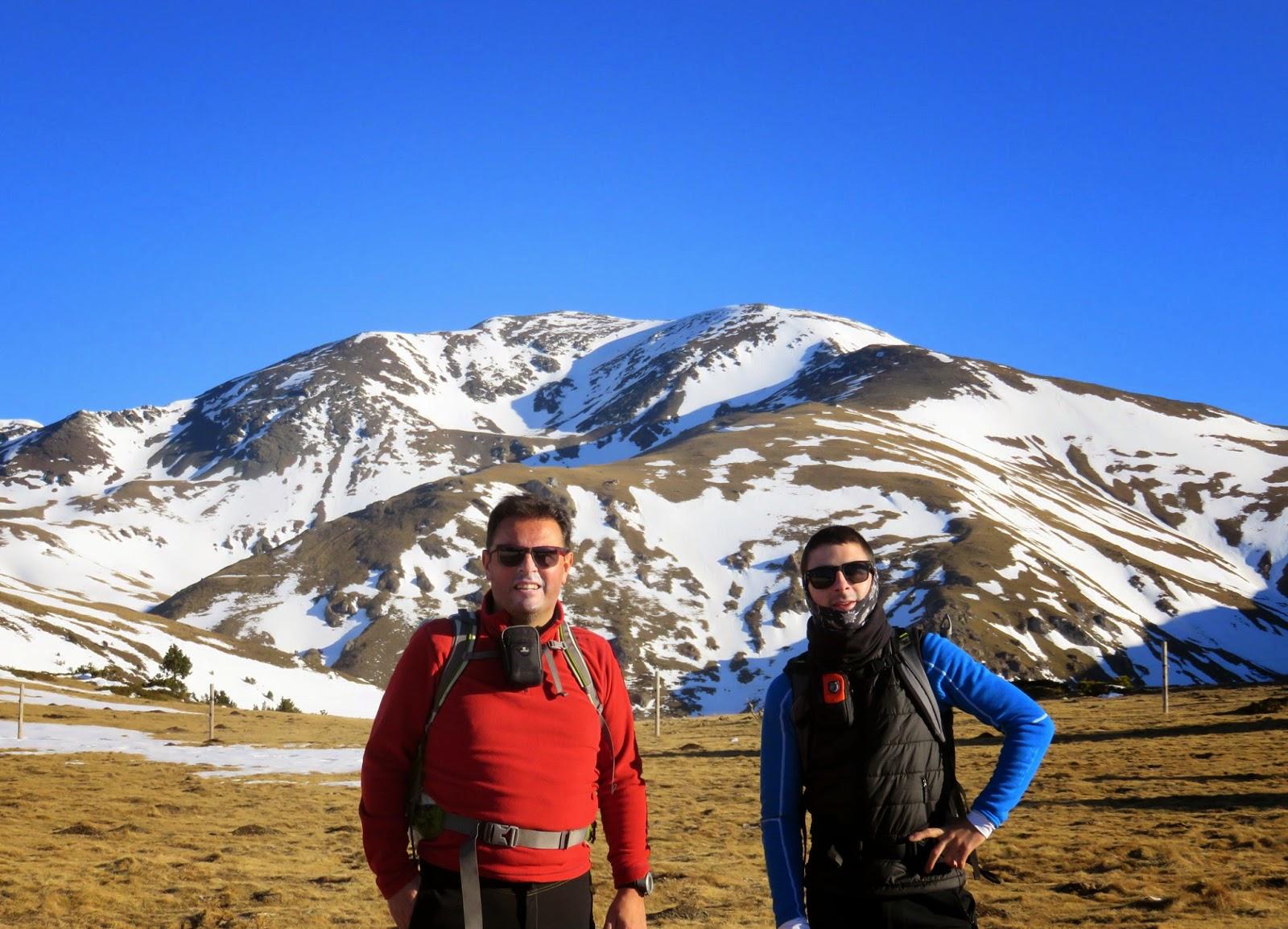 Roc Blanc y vistas al Puigmal en la ascensión al Puigmal por el Collet de les Barraques.