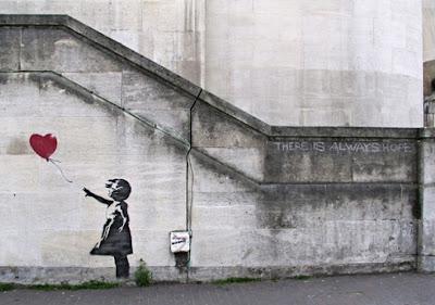 Fotos que te hacen sentir algo - Página 11 Banksy-niña+con+globo+de+corazon_