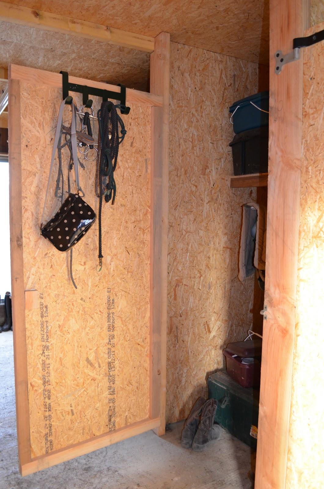forum acheval net armoire de sellerie. Black Bedroom Furniture Sets. Home Design Ideas
