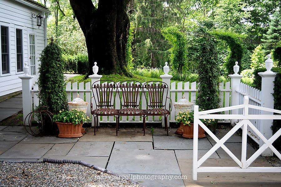 Ordinaire Mosaic Monday: Garden Furniture/Bunny Williams