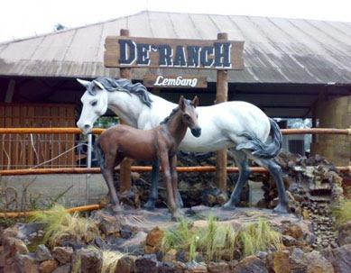 Wisata Berkuda di De Ranch Lembang