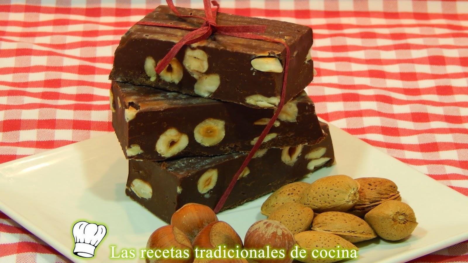 Turrón de chocolate con avellanas y almendras
