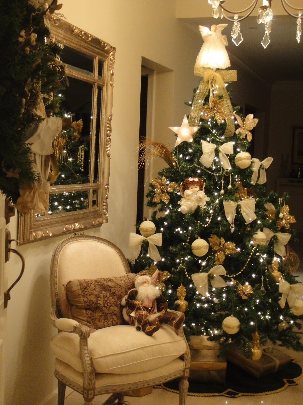 decoracao de arvore de natal azul e dourado: Consultoria de Imóveis: Como deixar sua Árvore de Natal elegante