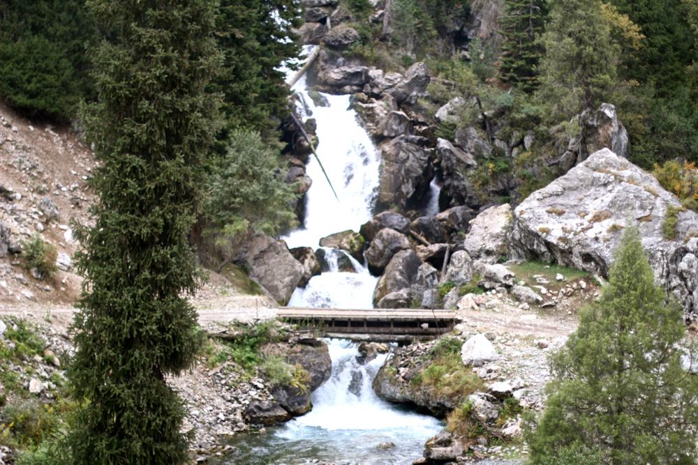 BLOG-MODE-HOMME-guide-voyage-kirghizistan-kygyzstan-travel_conseil-sary-chelek-lac-lake