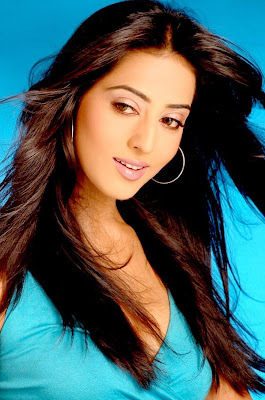 Mahie Gill hot photo