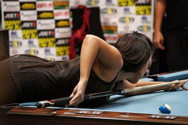 shanelle loraine busty pool player 02