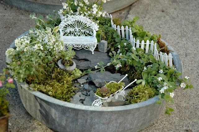 mini jardim japones em vasosUm pequeno vaso no jardim pode parecer