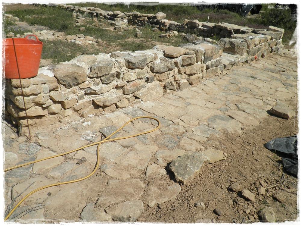 Paja y barro julio 2013 - Como hacer muros de piedra ...