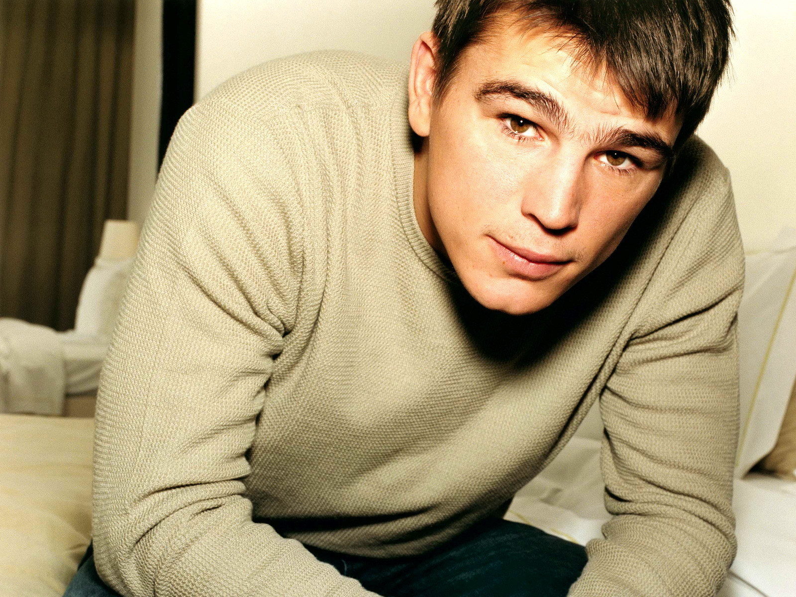 Two months later...(Troy Kovanen) Josh+Hartnett+wallpaper+02