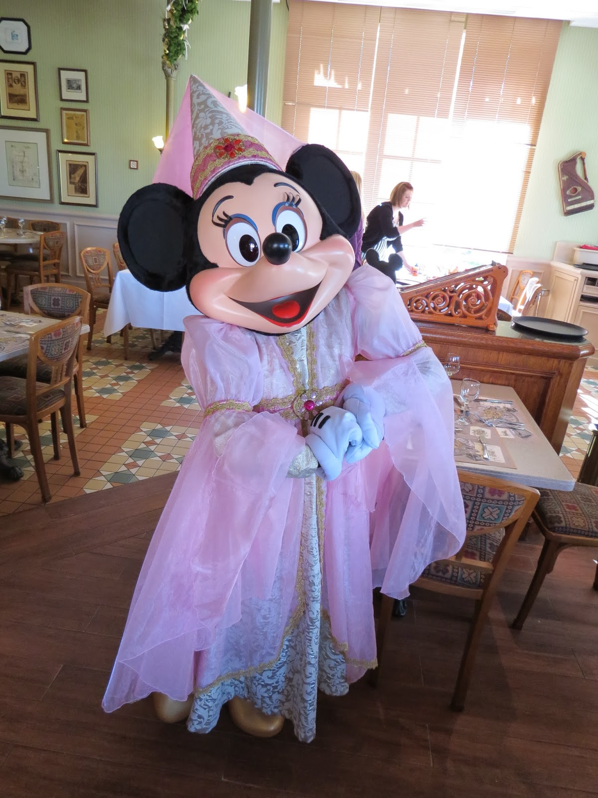 Unofficial disney character hunting guide disneyland paris disneyland hotel character dining - Princesse minnie ...
