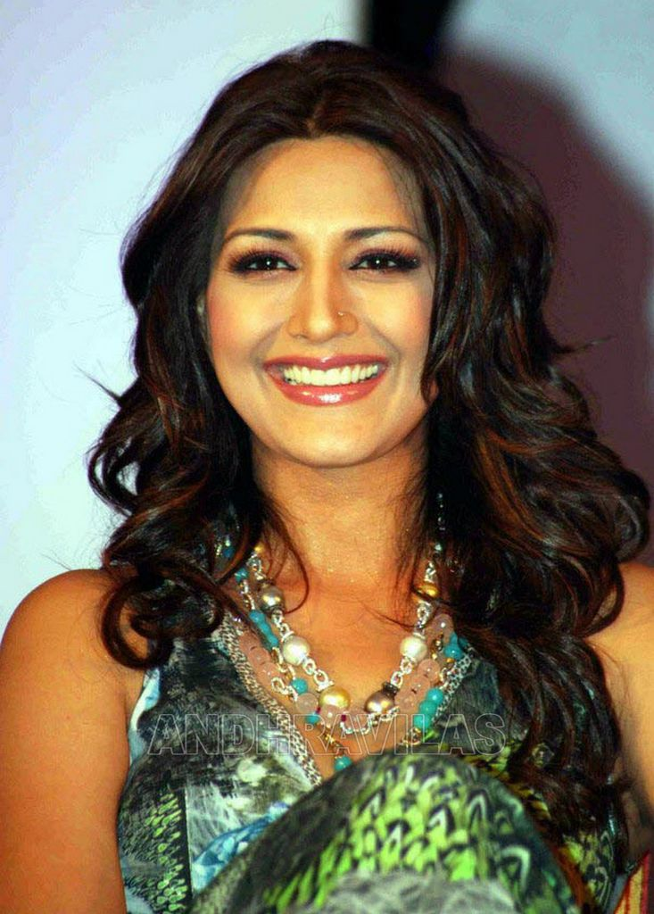 Hot Sonali Bendre Ramp Walk Sexy Pics