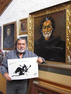 El pintor en su estudio de Quito ante su autorretrato