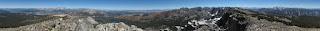 Die unglaubliche Aussicht auf dem Mammoth Crest ohne eine einzige Wolke am Himmel