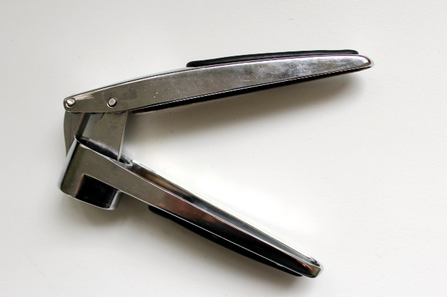 thrift garlic press