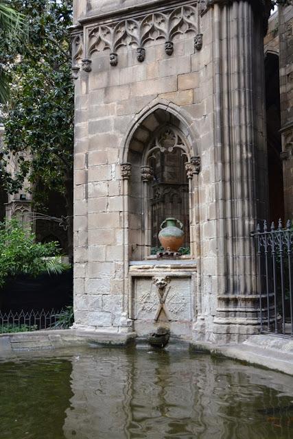 Barri Gotic Barcelona monastery garden