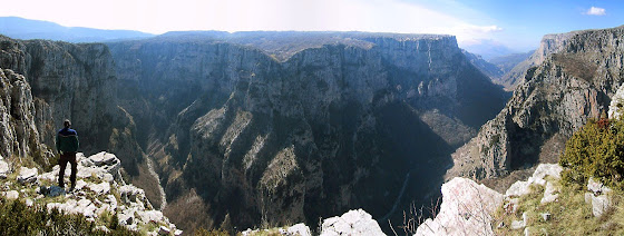diaforetiko.gr : Vikos Το φαράγγι του Βίκου στην Ήπειρο   Tο αποκαλούν και το Γκραντ Κάνιον της Ελλάδας