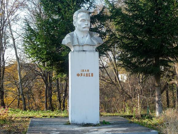 Стрелков. Памятник Франко