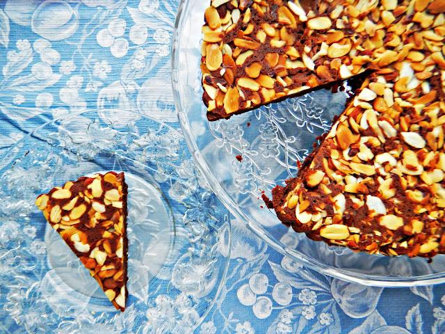 upside-down almond tart