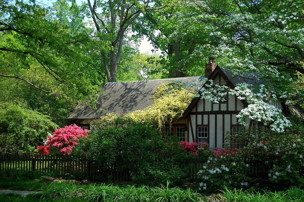 matin lumineux ces jolis cottages anglais. Black Bedroom Furniture Sets. Home Design Ideas