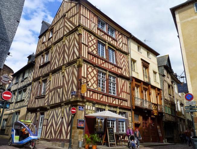 Casas de entramados de madera en la Rue du Chapitre de Rennes.