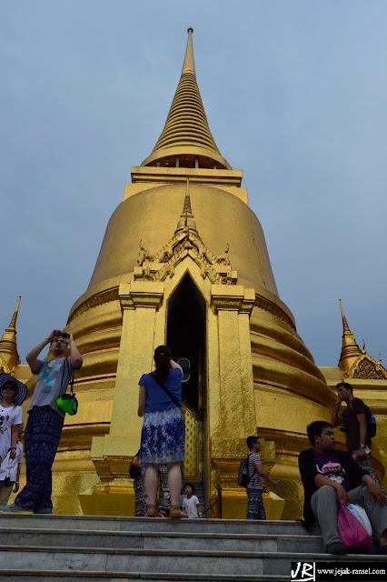 """Temple Emerald Buddha / Wat Phra Kaew -  Bangkok"""