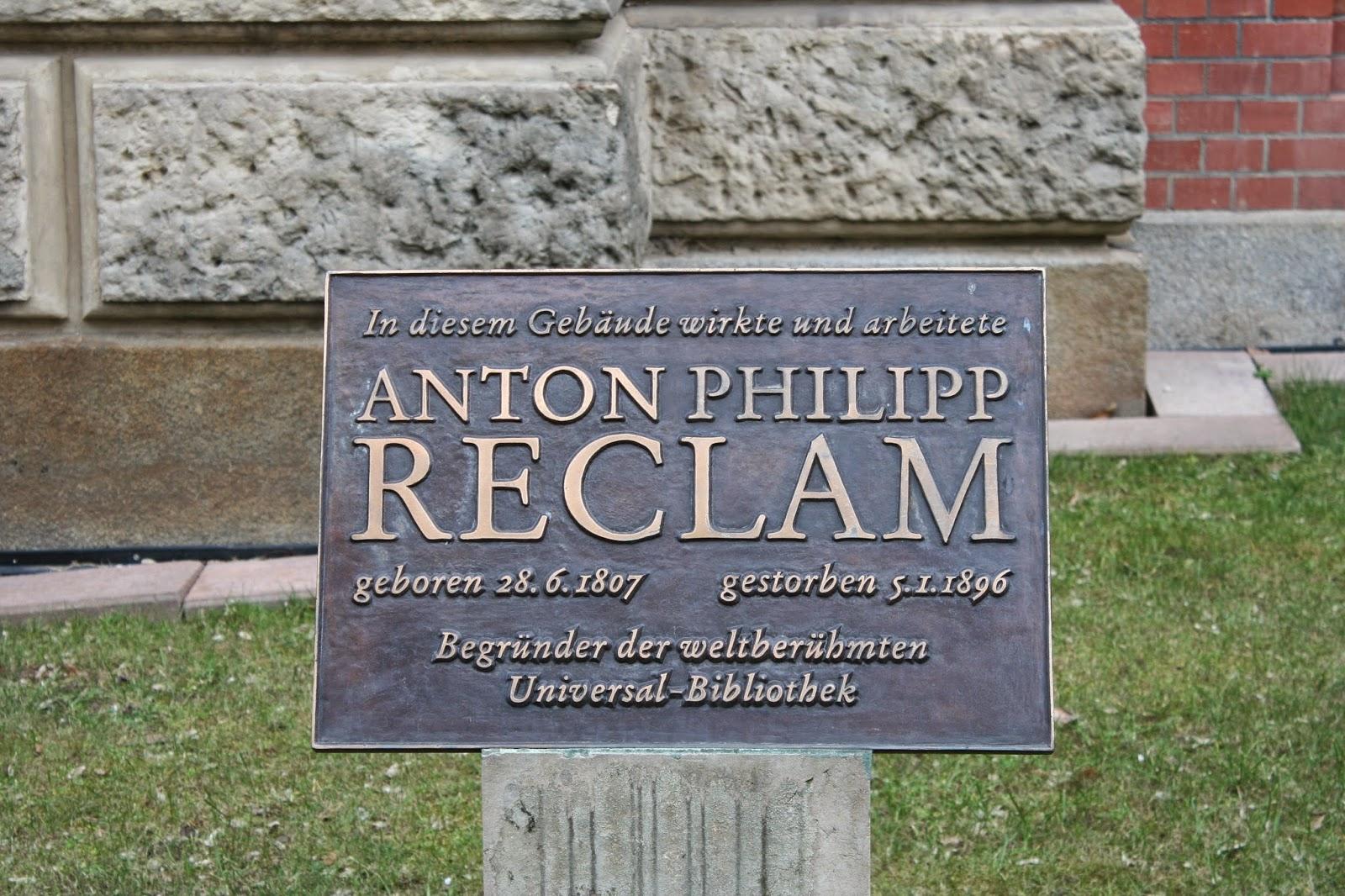 Erinnerungstafel an den Verleger Anton-Philipp Reclam am Karree