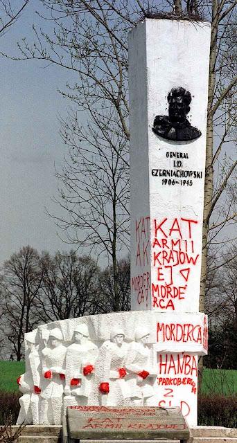 O monumento soviético ao invasor russo era odiado pelos poloneses