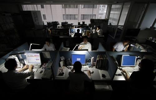 Người Hàn Quốc quay cuồng trong áp lực làm thêm giờ