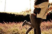 Prométeme que no me soltarás nunca.