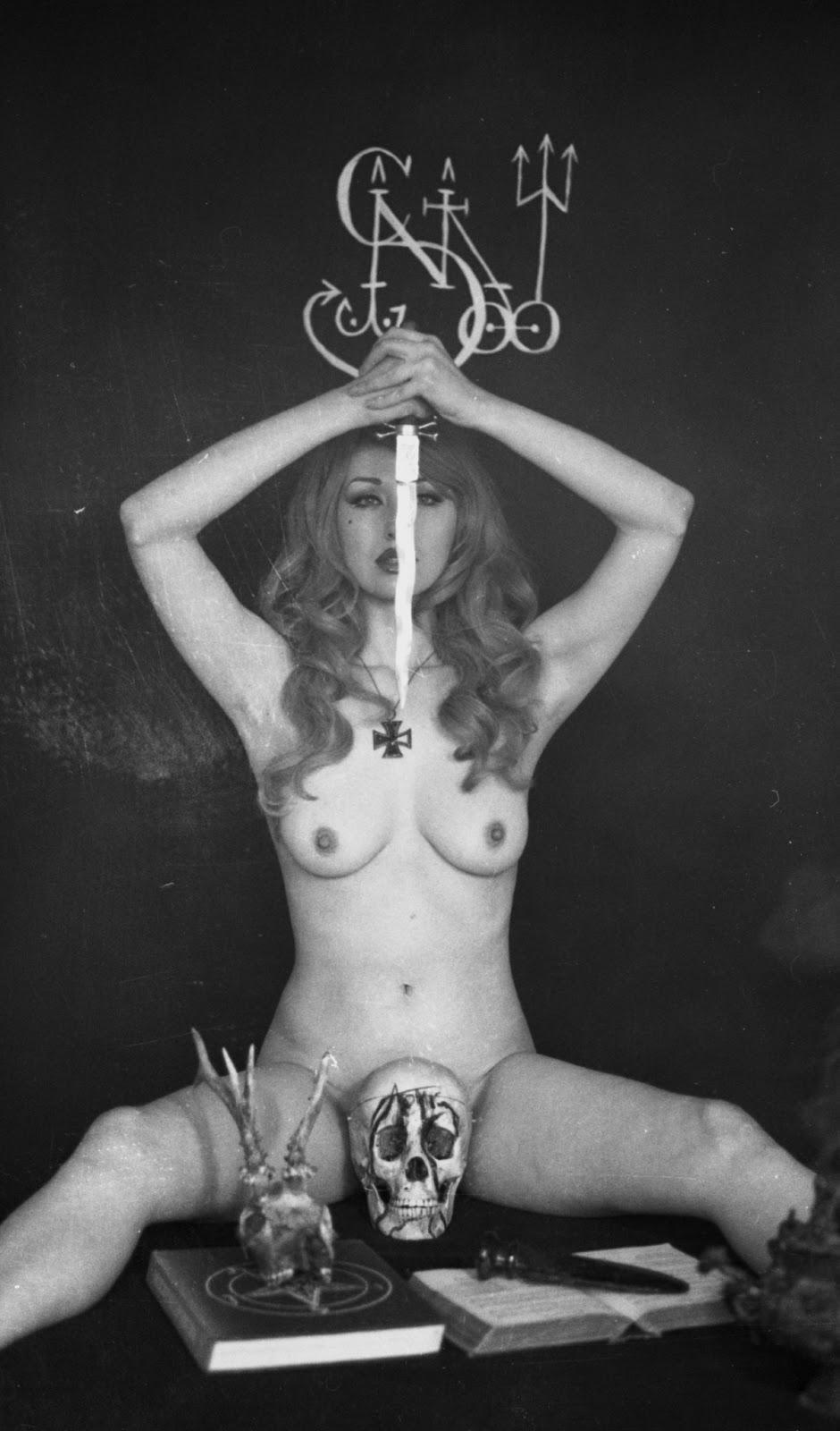 Смотреть черные ритуалы сатанистских секс культов black rituals of satanic sex cults 1970 17 фотография