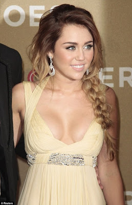 miley-cyrus-breast