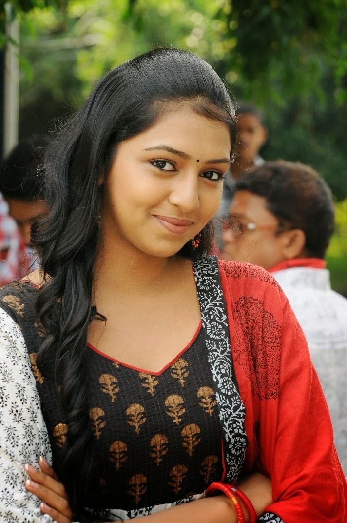 Lakshmi Menon in Indrudu - TollyCinema365 Naan Sigappu Manithan Lakshmi Menon Lip Lock