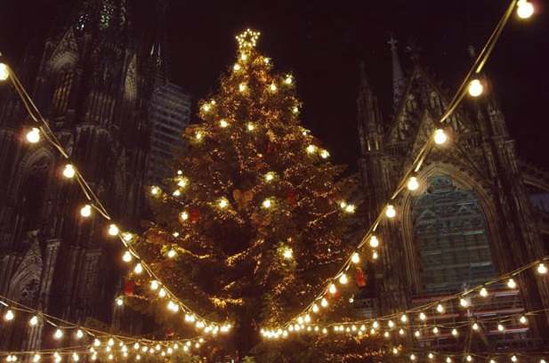 The record for the most lights lit simultaneously on a Christmas tree is 150,000 for the RTL-ChariTree 2006. The feat was achieved by RTL Television GmbH, Germany, on 22 December 2006 at the Cologne Cathedral, Cologne, Germany.