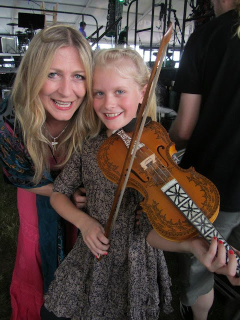 Image of hardanger fiddle, Haley Richardson, Mairead Ni Mhaonaigh,