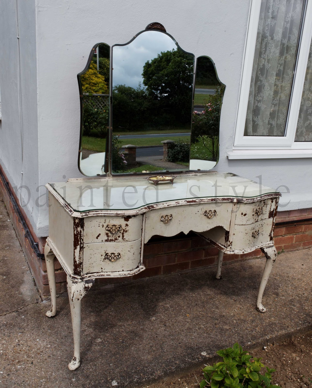 Paint and style vintage dressing table reveal