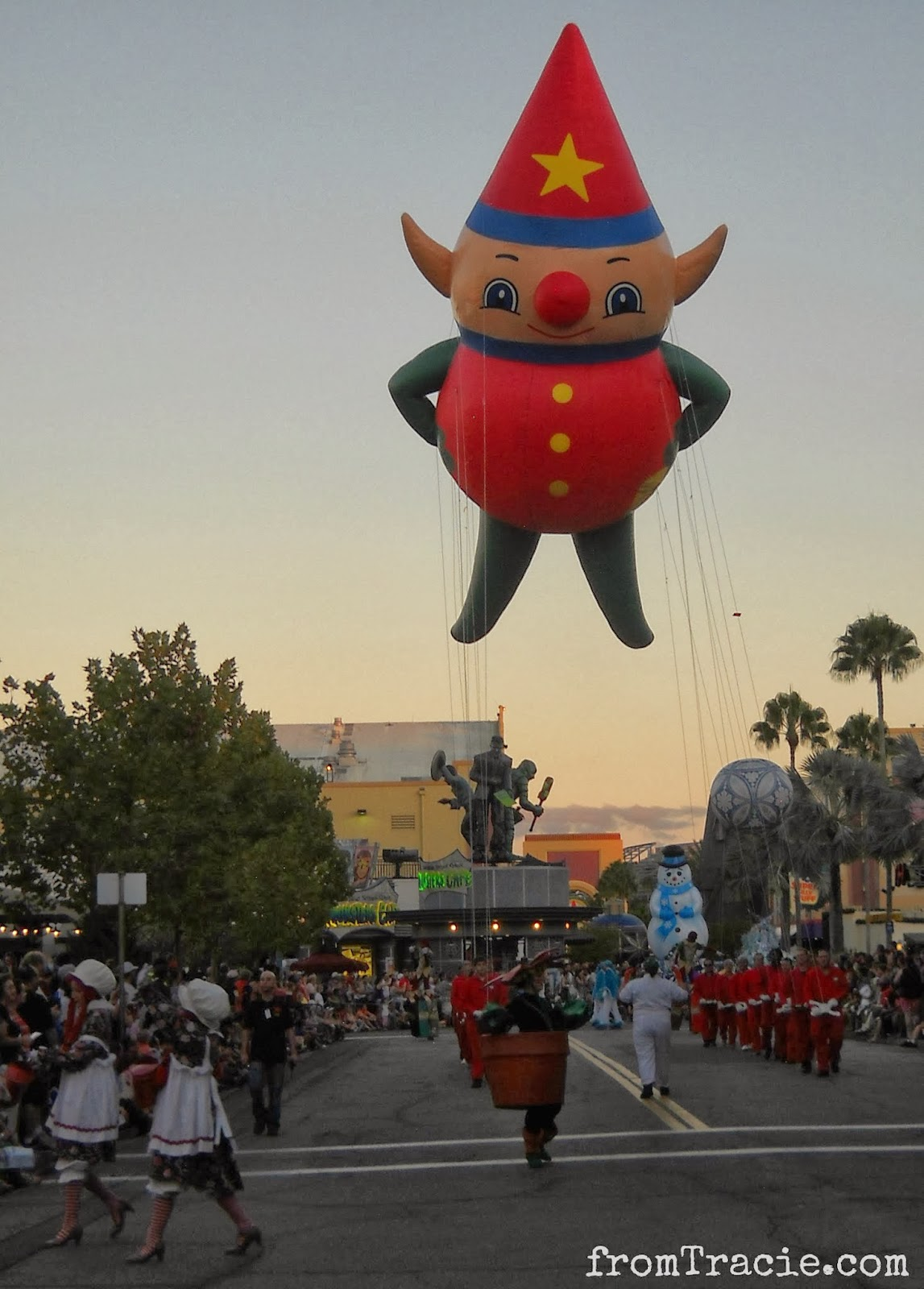 Macy's Elf Balloon