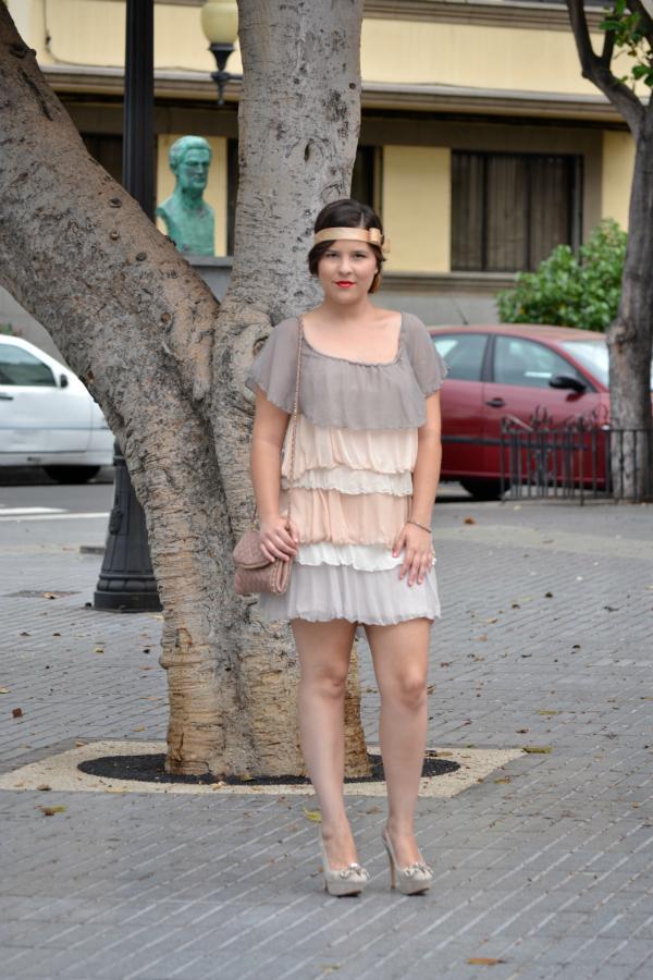 Look_Outfit_Graduacion_Tocado_Años_20_Zapatos_Joya_Zara_Vestido_Volantes_Nudelolablog_02