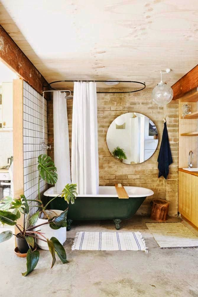 Desain kamar mandi dengan bathub