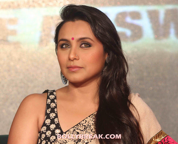 Rani Mukherjee in saree -  Rani Mukherjee Hot pics in Sleeveless Blouse